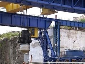 Демонтаж реактора из старой подводной лодки в Мурманской области