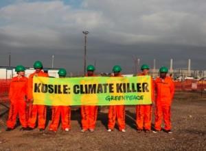 Активисты Greenpeace протестуют за пределами Kusile