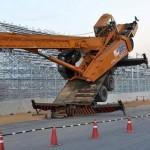 На гоночной трассе Формулы-1 опрокинулся кран