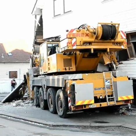 Кран Terex врезался в дом в городе Ставангер
